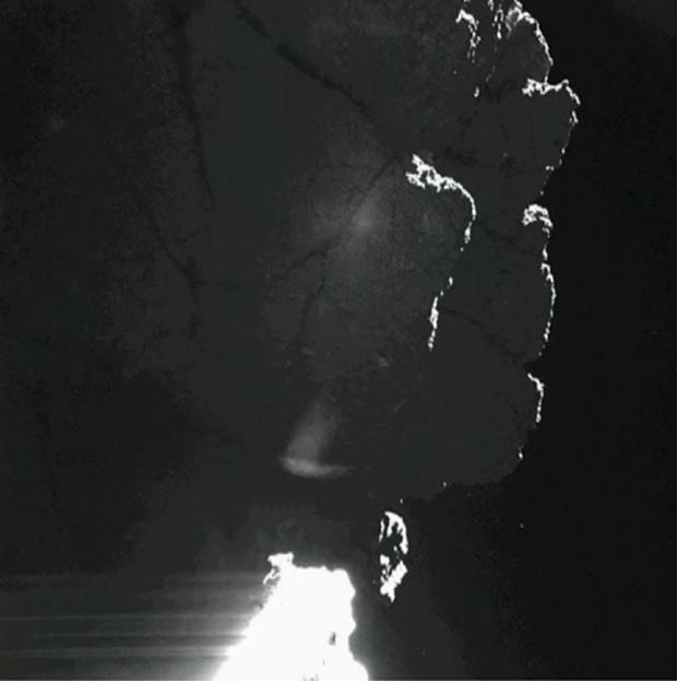 Image fortement éclaircie provenant de la caméra 1 de CIVA ; prise le 13 novembre 2014. Le pied de Philae est totalement surexposé. Crédits : ESA/Rosetta/Philae/CIVA.