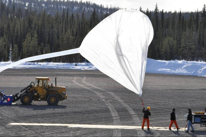 Inflating the auxiliary balloon for ISAO flight, 29 April 2010. Credits: CNES.