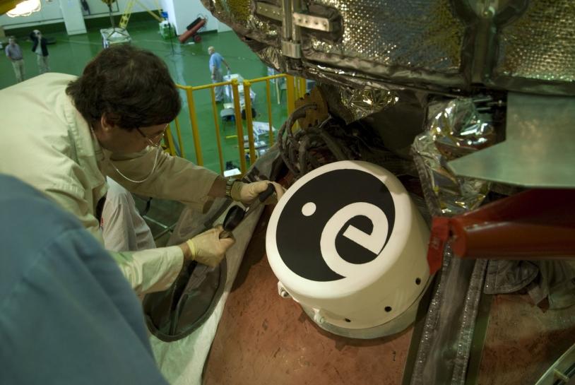 Module d'exposition de l'ESA fixé sur la capsule Foton. Crédits : ESA.