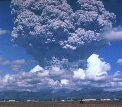 Eruption du Pinatubo aux Philippines en 1991. Crédits : CNRS.