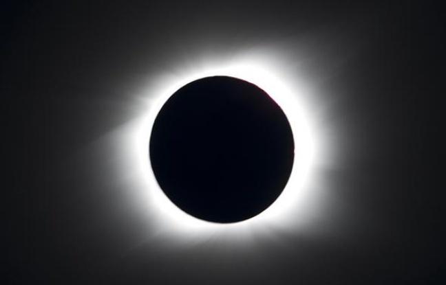 Eclipse totale de Soleil observée depuis l'Ile de Paques, le 11 juillet 2010. Crédits : TOPSHOTS/AFP PHOTO/Martin Bernetti.