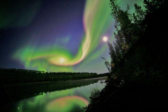 Aurores polaires depuis la ville de Whitehorse Canada